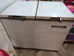 Vendo freezer 2 portas  pra concertar