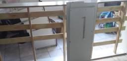 Cama de solteiro com outra de auxílio de rodinha Branca dois mês de uso