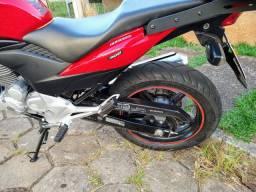 Vendo ou troco cb 300  ano 2014 moto muito conservada