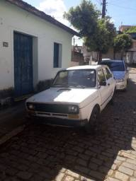 Vendo Fiat 147, ano 79 para roça ou aproveitar peças.