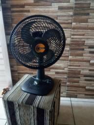 Um ventilador da marca Mallory de 30 c