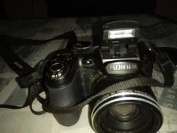 Filmadora e Máquina Fotográfica Fujifilm + Pilhas Recarregáveis