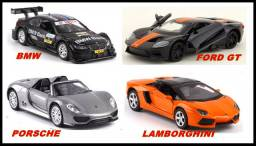 Lote miniatura de carro esportivo