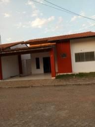 Alugo casa em condomínio fechado no bairro santa Inês