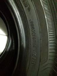 Par de pneus