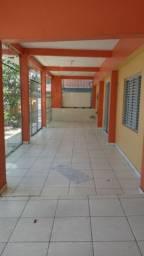 Casa em Petrópolis 3qts sendo suítes quintal grande