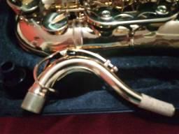 Saxofone tenor novo