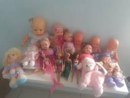 Lote de bonecas..