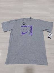 Camiseta Nike Have A Nike Day Cinza