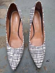 Vendo dois sapatos feminino da marca Vizzano, número 36. Leia.