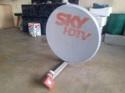 Antena com suporte e LNB