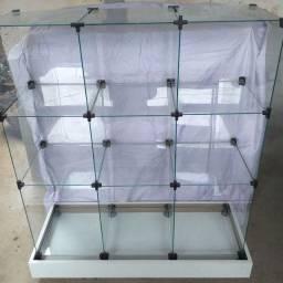 Balcão de vidro com base de rodinhas