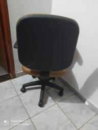 Cadeira de escritório praticamente nova