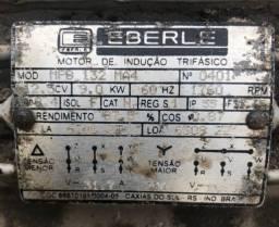 Motor de indução trifásico EBERLE funcionando
