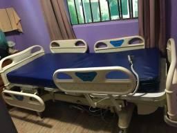 Cama hospitalar elétrica semi nova com colchão