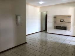 Alugo Apartamento com 4 quartos