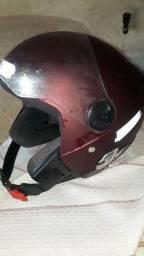 Vende _se um capacete