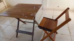 Jogo de mesa com 4 cadeiras em madeira