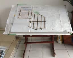 Mesa para estudante de arquitetura