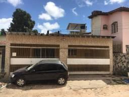 Casa - por trás  da Av. Recife - 5 quartos + apt 1 qto suite - Troco por imovel menor