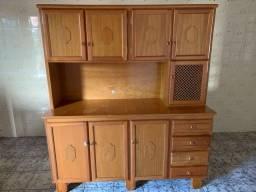 Armário de madeira maciça