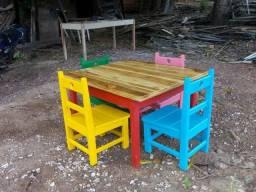 Cadeirinha e mesa