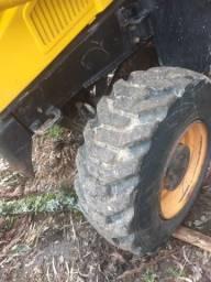 Vende-se retroescavadeira Rondon 4x4 2012