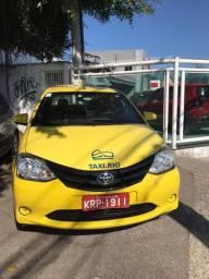 Táxi com autonomia antiga