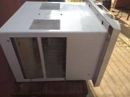 Vendo esse ar condicionado gelando super bem 110v/7,500