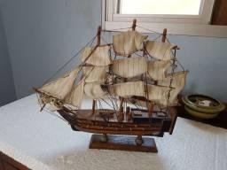 Barco Navio Caravela  Em Madeira Miniatura