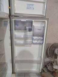 Venro geladeira. Problema de partida. Mas tá ligando normal