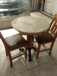 Mesa redonda madeira + 2 cadeiras estofadas