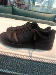 Tênis Adidas ALL Black muito lindo barato pra sair rápido