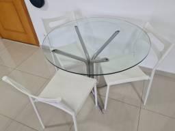 Mesa com 03 cadeiras