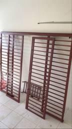 Grade de proteção (aço) , com portas de correr. Para residência ou comercial.