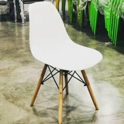 Temos diversos modelos de cadeiras com preço acessível.