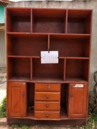 Armário de madeira em Pinheiro