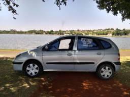 Renault Scenic bem conservada, ar novo, não precisa fazer nada