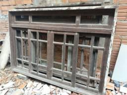 Três janelas de madeira itaúba