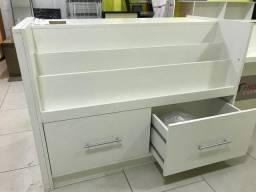 Balcão caixa e exposição de produtos