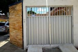 Alugo Casa com garagem no Cordeiro
