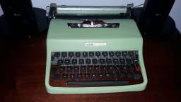 Maquina de escrever modelo Lettera 32 Olivetti