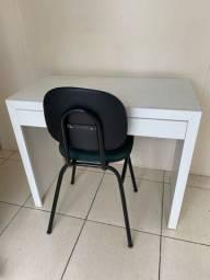 Escrivaninha com gaveta e cadeira