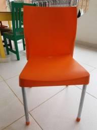 Cadeira semi nova;