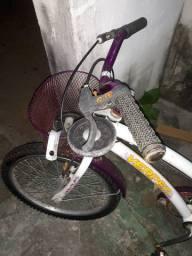 Bicicleta para criança só precisa de dono(a)