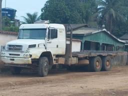 2638 ano 2004 e outro 2000 caminhões plataforma com