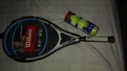 Raquete e bolas de tênis para adultos