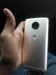 Motorola moto G 5s.