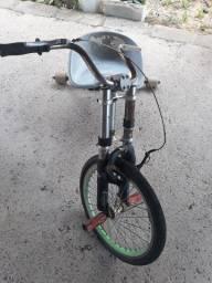 Triciclo para crianças e adolescentes
