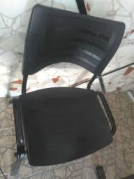 Duas cadeiras de escritório para clínica, academia, comércio, etc